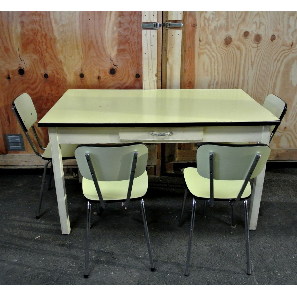 formica yellow kitchen table  4 chairs vintage 1960  le