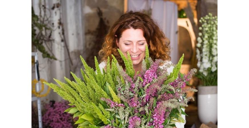 Découvrez Mathilde d'ON THE SUNNY SIDE, femme-fleur